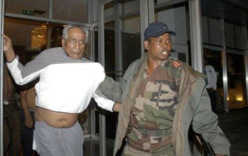 Le Premier ministre Manandafy Rakotonirina arrêté par le Commandant Charles Andriantsoavina (29/04)